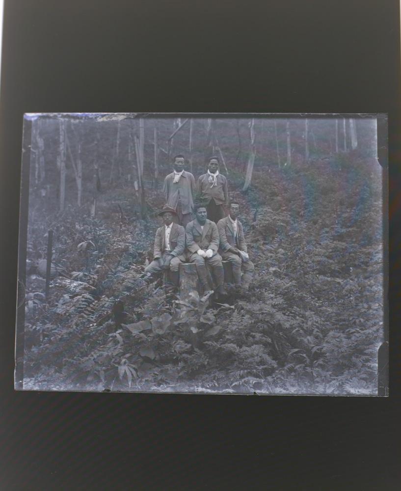 画像:<p>作品制作のためにリサーチした写真/1930年 銀板写真、天塩研究林<br /> パヴェル・ヤニツキとのコラボレーション</p>